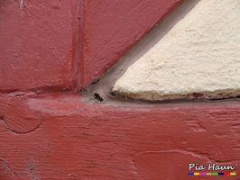 Fachwerkhaushaus | Sanierung einer Fuge mit ungeeignetem Baustoff  | Defekt wird zu massiven Schäden führen | Foto: © Ingenieurbüro Pia Haun - Trier