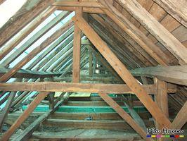 Dachstuhl  |  neu eingebaute Hölzer mit vorbeugendem chemischem Holzschutz gegen Insekten, Foto: © Ingenieurbüro Pia Haun - Trier