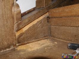 Mehrfamilienwohnhaus in Ruwer    Befall der spätgotischen Treppe durch Holz zerstörende Insekten und Pilze, Foto: © Ingenieurbüro Pia Haun - Trier