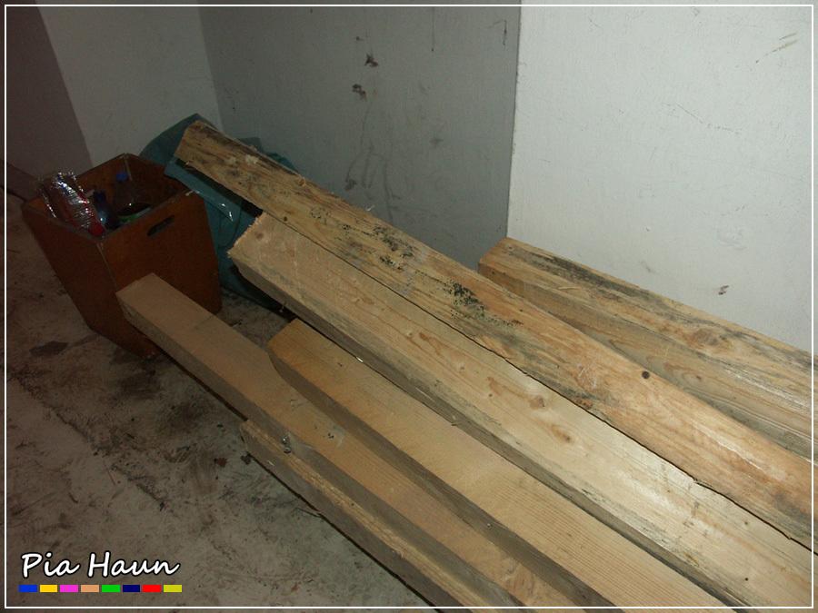 Sichtbar verschimmeltes Bauholz kurz vor dem Einbau.