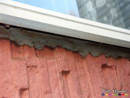 Fenster  mit PCB-haltige Fugenmasse, Foto: © Ingenieurbüro Pia Haun - Trier