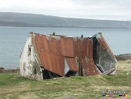 Nicht immer sind Bauschäden für den Laien so leicht erkennbar wie bei diesem isländischen Haus. Oft zeigt sich erst nach dem Kauf, dass die Immobilie Schäden aufweist, Foto: © Ingenieurbüro Pia Haun -