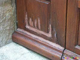 Sanierung eines Fäulnisschadens an einer Eingangstür | Einsatz von Silikon - leider kein empfehlenswertes Konzept | Foto: © Ingenieurbüro Pia Haun - Trier