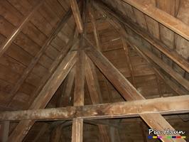 Abbeilspuren an Tragkonstruktion | Hinweis auf Holzschutzmittelbelastung, Foto: © Ingenieurbüro Pia Haun - Trier